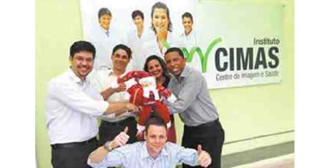 13/12/2010 - Responsabilidade Social - Instituto Cimas doa fraldas