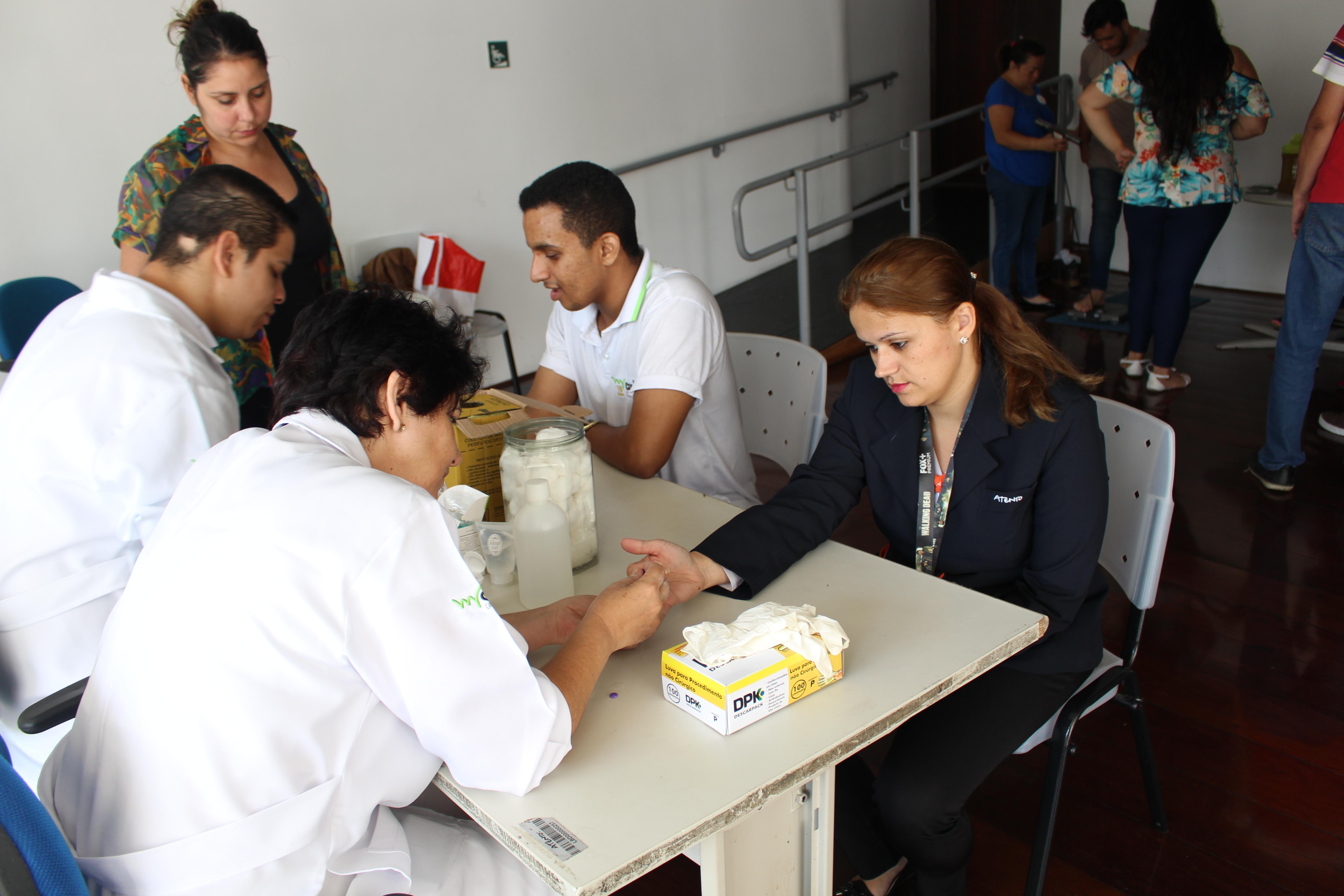 - Alunos do Curso Auxiliar e Técnico de Enfermagem participam da Ação Saúde da Empresa, em parceria com  Atento