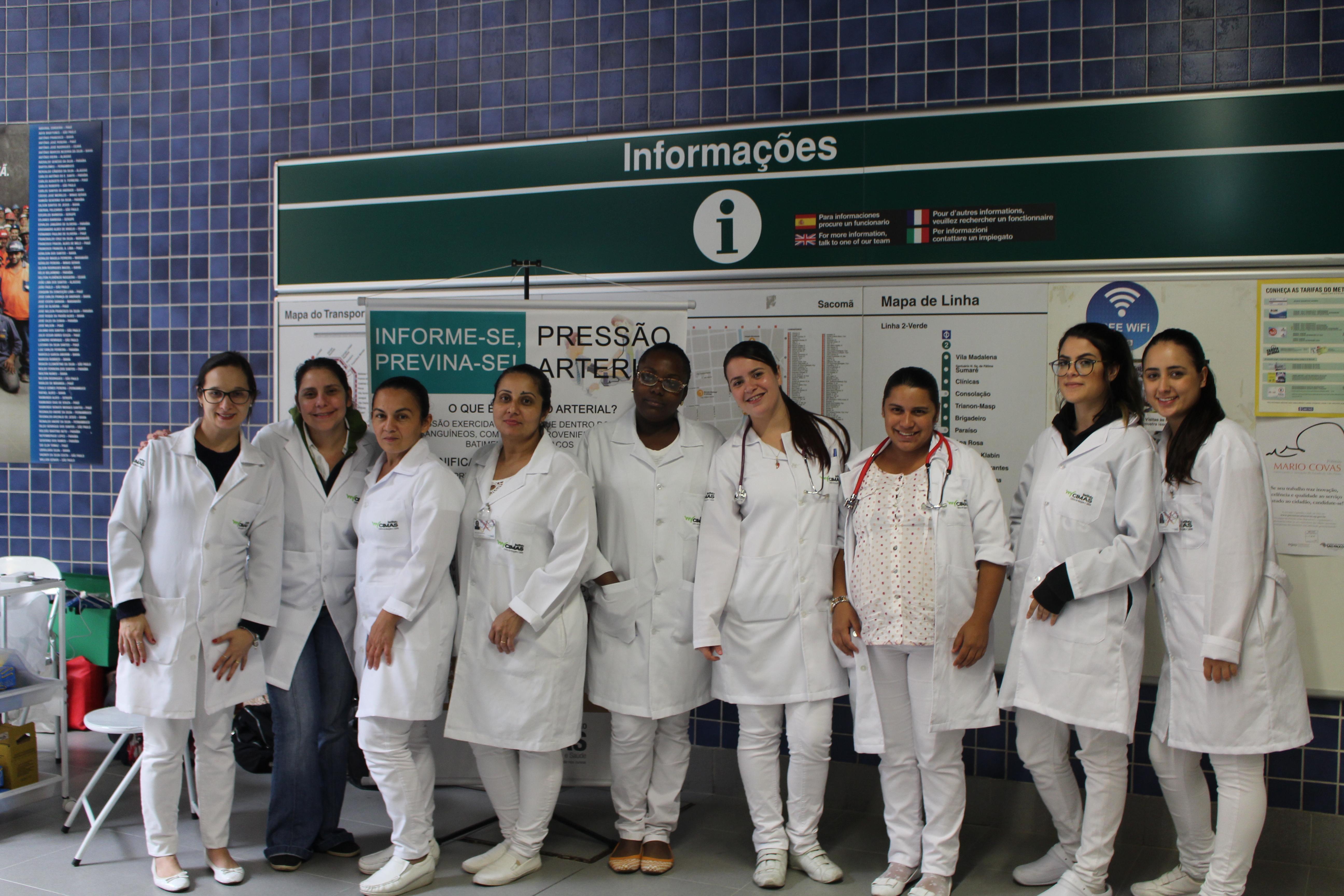 Ação no metrô da semana da enfermagem