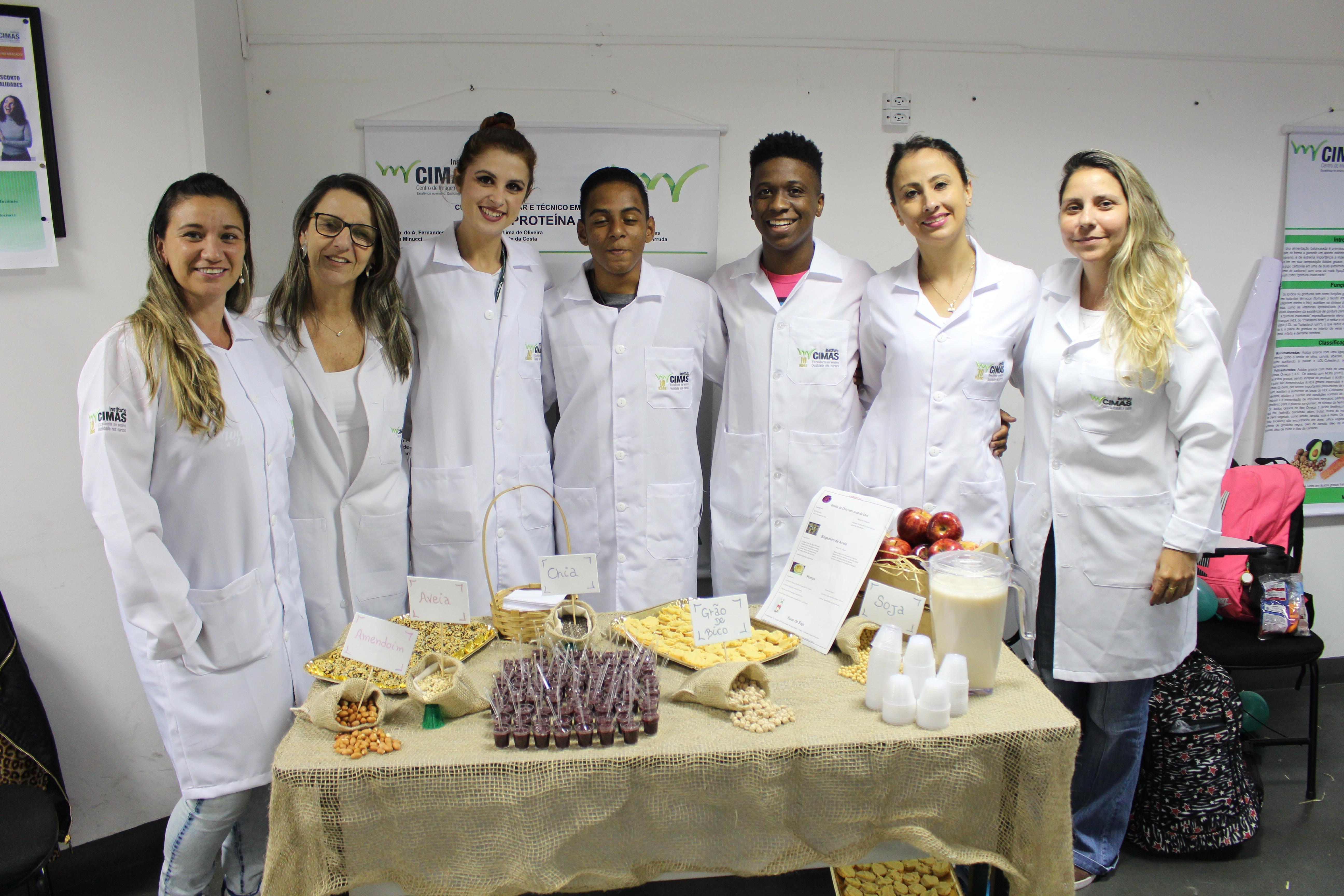 - Feira de Nutrição realizada pelos alunos do Cimas
