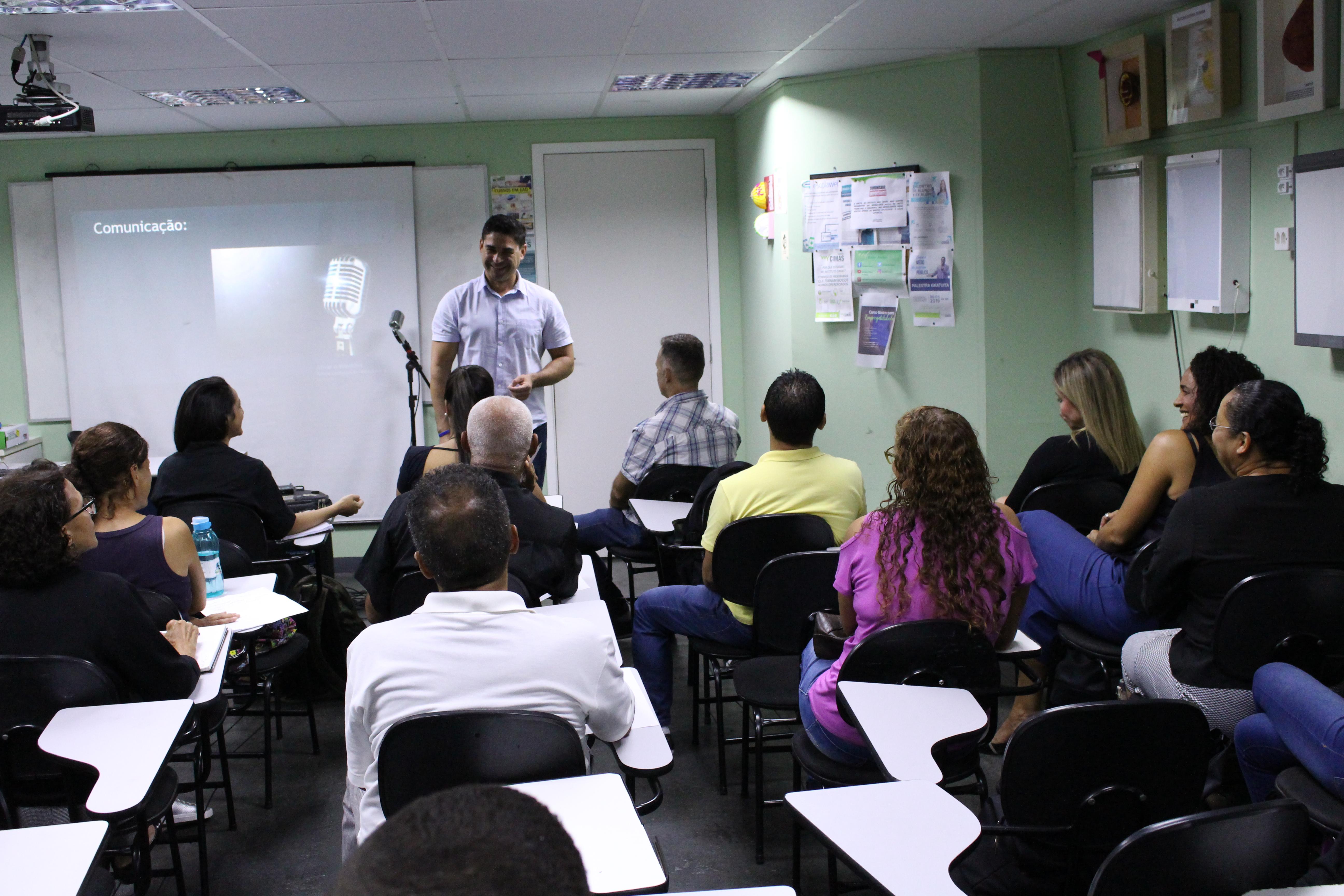 - Notícia sobre o curso de oratória gratuito